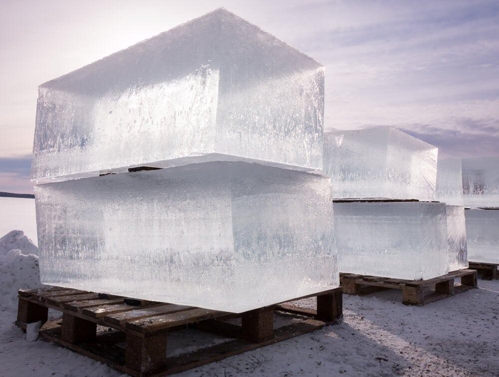 Large ice blocks