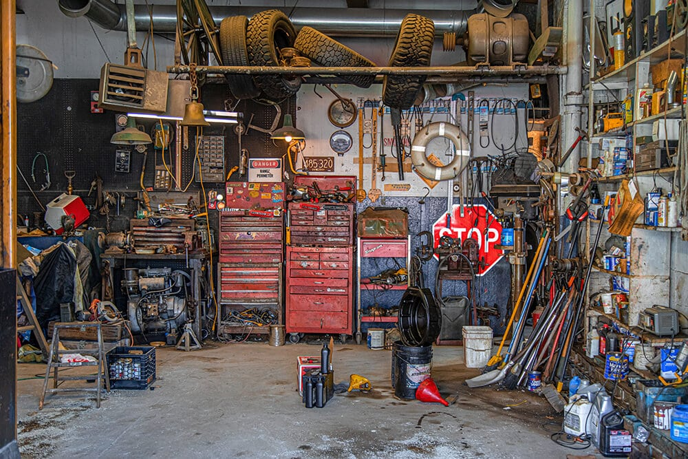 Mechanic-garage-ready-for-Four-wheel-drive-maintenance