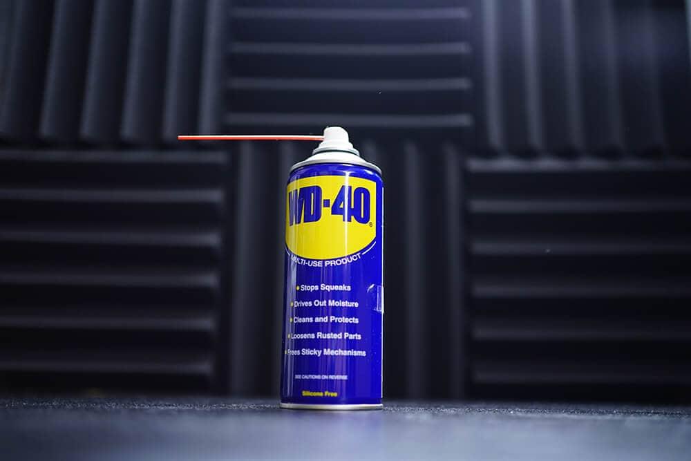 WD 40 Lubricant for Unstick zipper method