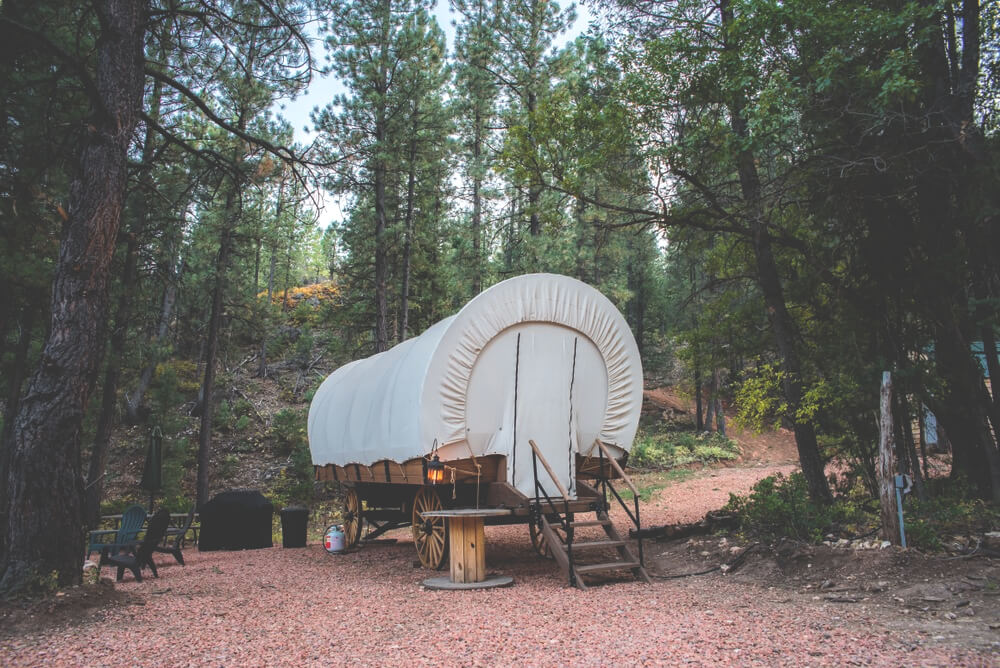 Wagon style niche glamping backcountry